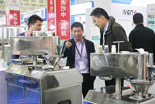 专注干法、湿法制粒 国朗机械设备惊艳第56届全国药机展